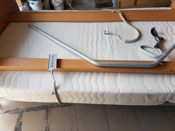 Łóżko rehabilitacyjne regulowane elektrycznie na pilota.