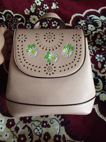 Изящная сумка пудрового цвета