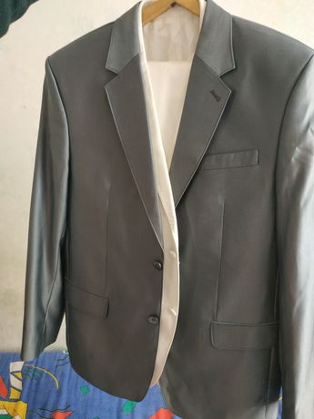 Продам костюм 52 р