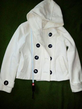 Пальто белое, теплое, стильное