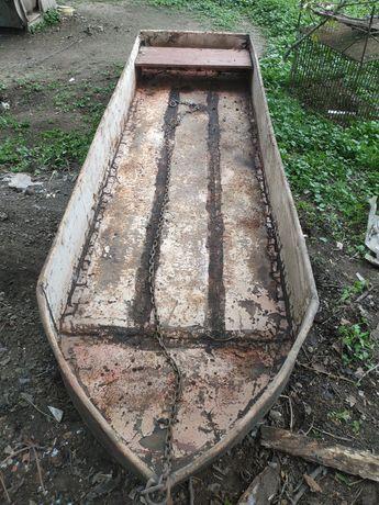 Лодка  металлическая пятиместка