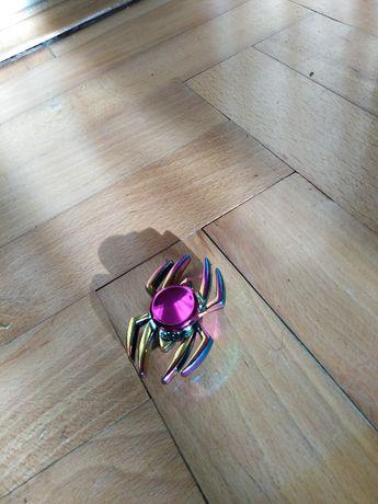 Fidget Spinner tęczowy pająk