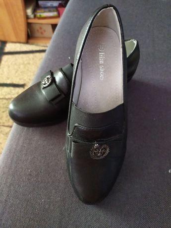 Продам туфли на девочку.