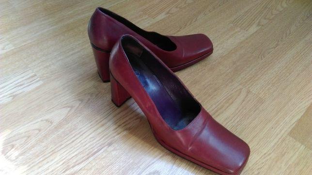 Włoskie skórzane buty czółenka damskie