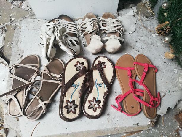 Zestaw sandałów r.40