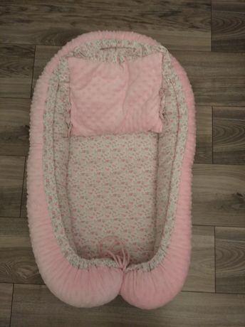 Kokon niemowlęcy i poduszka