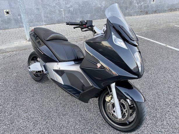 Vendo Scooter Gilera GP 800 (216 Km de GPS)