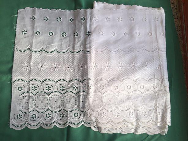 Renda lençol de cor branca com 49,50 cm de largura
