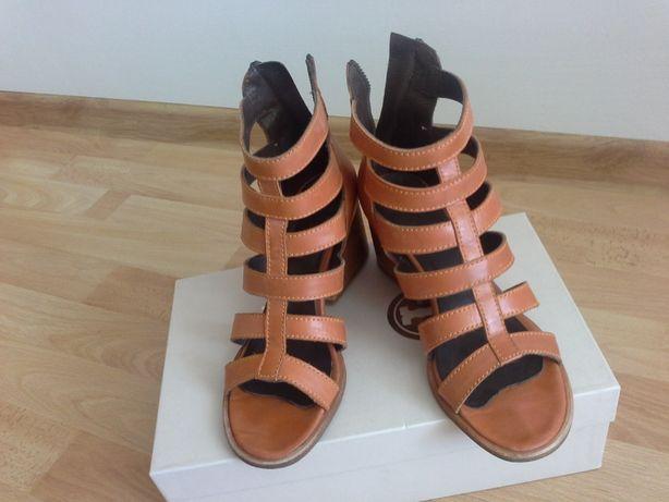 Шкіряні стильні рудого кольору літні босоніжки на каблуку