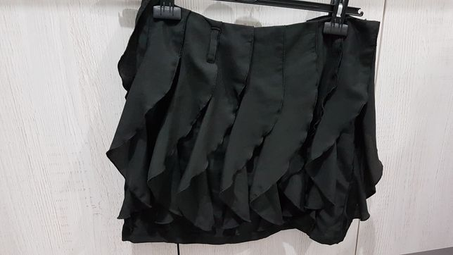 Czarna spódniczka Troll rozmiar M