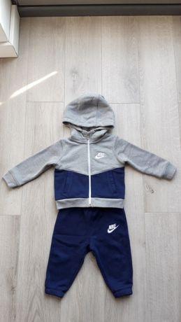 Dres chłopięcy Nike 74-80 w idealnym stanie