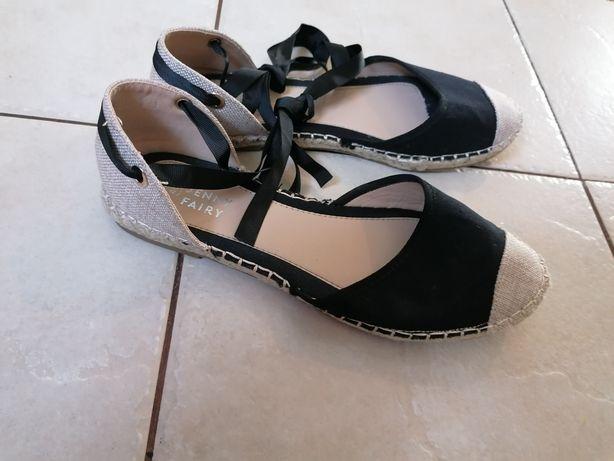 Wiązane buty damskie