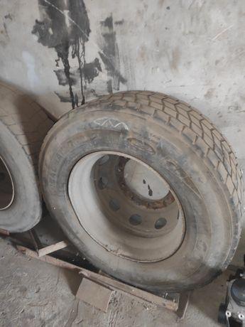 Продам 2 колеса на фуру в сборе