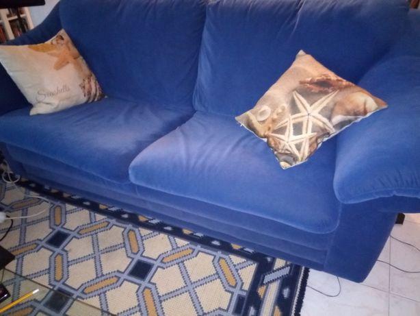 sofás usados em azul forte