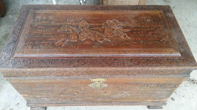 Mala antiga em madeira