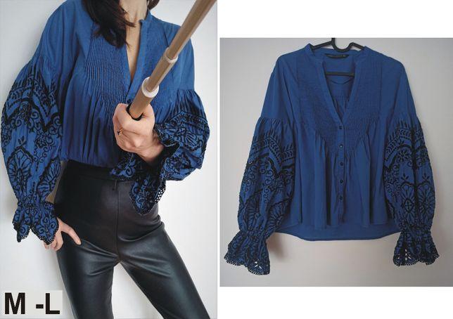 Bluzka Zary ciemno niebieska z czarnym haftem rozmiar M-L-XL