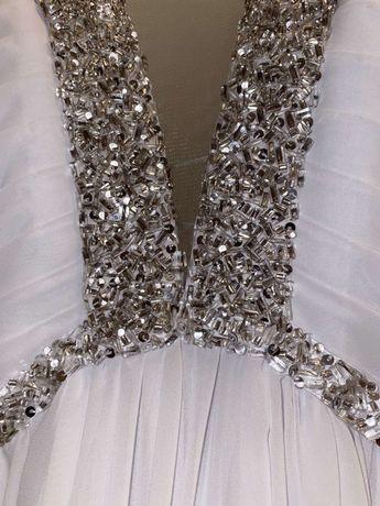 Вечернее платье на торжественное мероприятие
