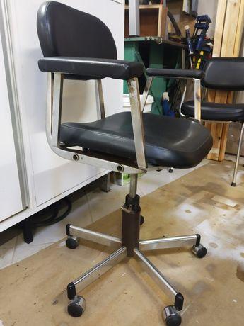 Cadeiras de escritório ou cabeleireiro