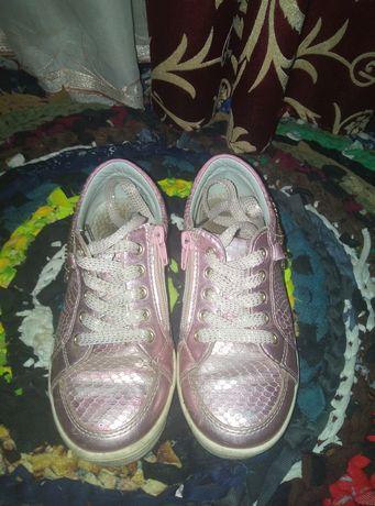 Кроссовки для дівчат