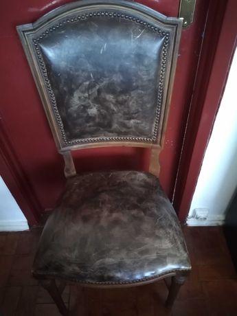 2 cadeiras em couro restauradas em bom estado 35 euros cada