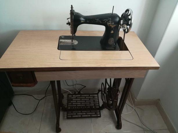 Máquina de costura antiga, afinada!