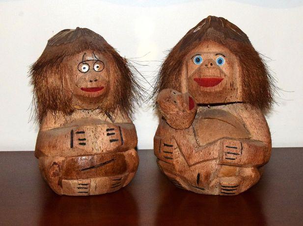 Casal de Macacos esculpidos em casca de coco