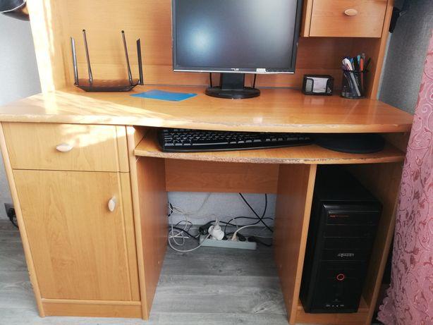 Стол компьютерный и полка