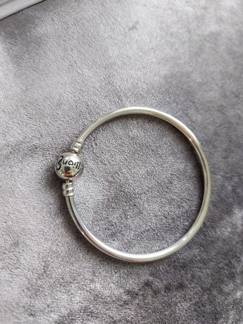 Nowa srebrna bangle moments Pandora rozm 17