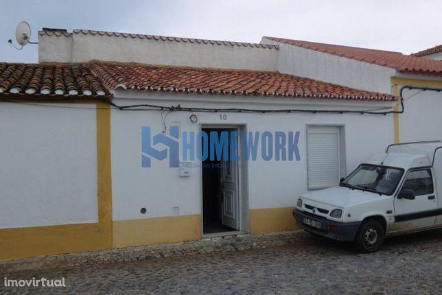 Casa Térrea com Logradouro - Moura