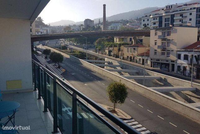 T2 totalmente mobiliado e equipado, amplas áreas, centro Funchal.