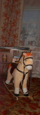 Продам детскую лошадку качалку.