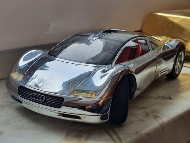 unikat kultowe Audi Avus Quattro model skala1:18 metal chrom REVELL