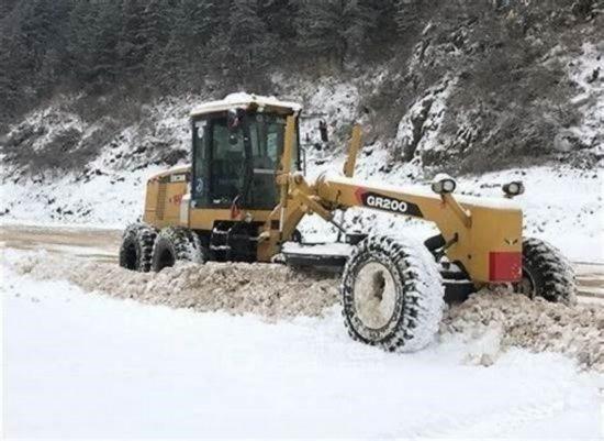Работы уборки снега техникой. Вывоз самосвалами мусора,грунта, хлама. Киев - изображение 1