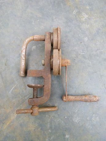 Ключ для реставраціі (вирівнювання) металевих кришок для консервацій.