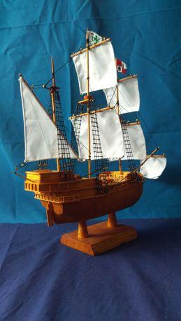 Деревянный корабль-сувенир