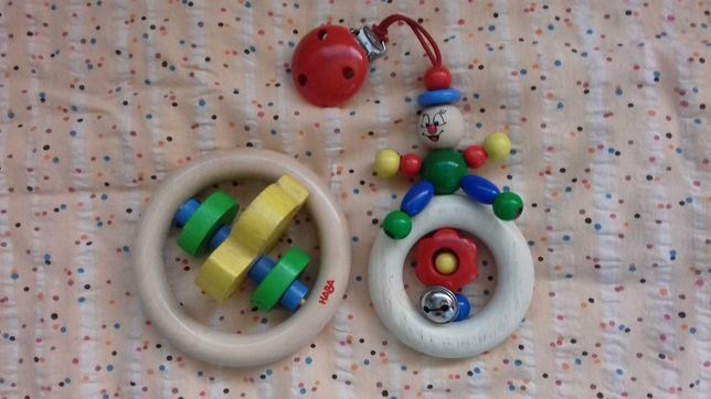 Drewniane zabawki grzechotka haba i przywieszka