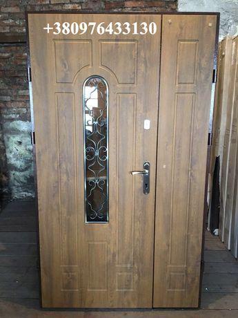 Двери входные уличные с ковкой металлические