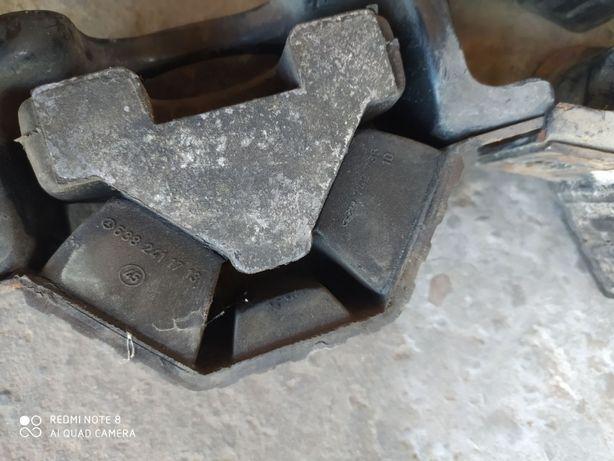 Подушка двигателя вито 638 Подушка мотора vito 638 подушка двигуна