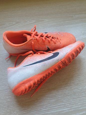 Футбольные кроссовки, сороканожки nike