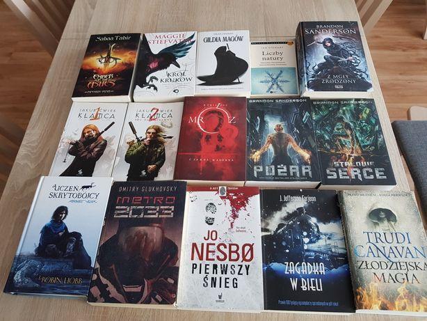 Książki - beletrystyka - wyprzedaż po porządkach
