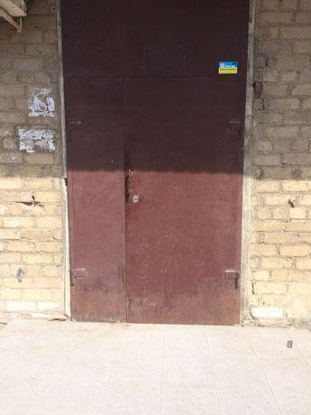 Продам дверь распашонку без лудки с замком