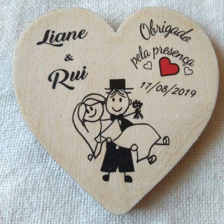 Lembranças de casamento - iman em madeira