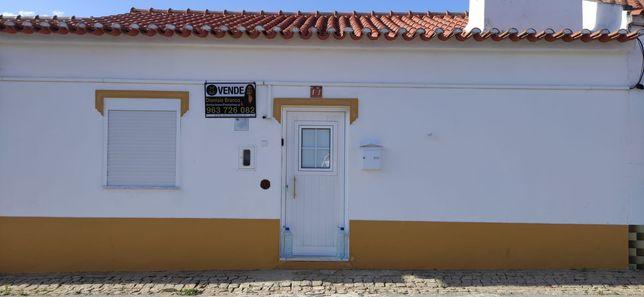 Moradia T3 típica alentejana, remodelada com quintal em Sousel