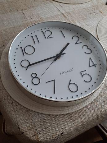 Zegar wiszący  o średnicy 30 cm.