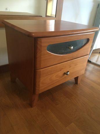 Mesa de Cabeceira madeira maciça