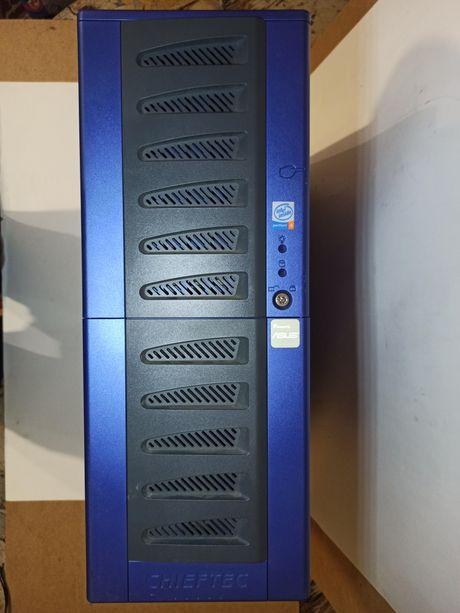 Корпуса для сервера (E-ATX) и для ПК (ATX).