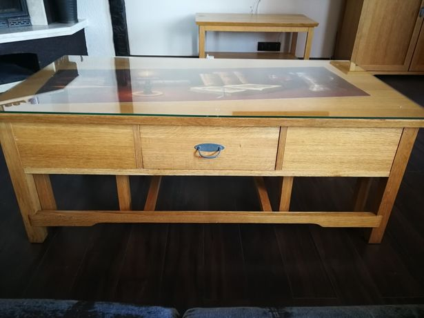 Duży solidny stolik z prawdziwego drewna
