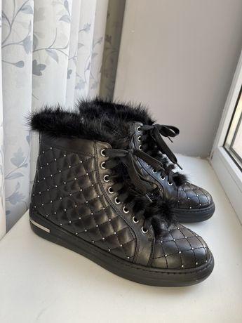Кожаные зимние ботинки 38 размер,цвет черный