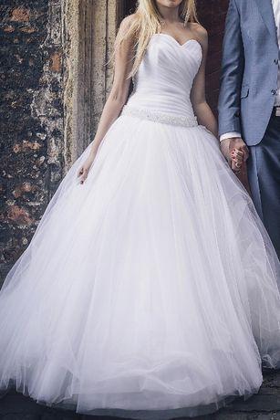 Suknia ślubna typu princess wraz z trenem