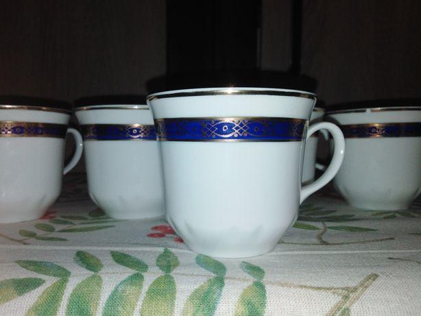Zabytkowa porcelana Ćmielów - 8 zdobionych filiżanek